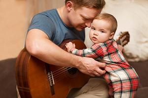 Gitarre leicht lernen mit Baby - Harmonie Institut Forstern