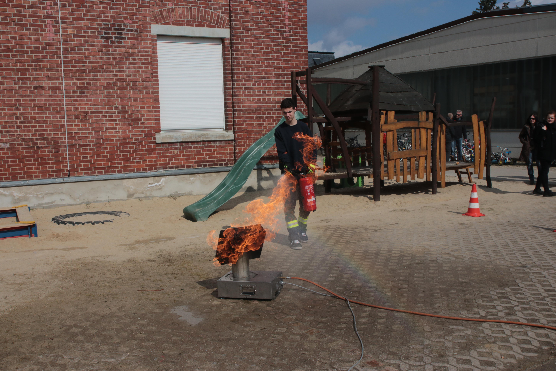 Feuerlöschtraining mit dem gasbetriebenen Feuerlöschtrainer