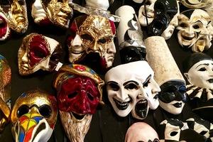 Masken als Motor