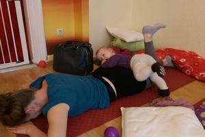 Pilates mit Baby Mo 10.15 Uhr