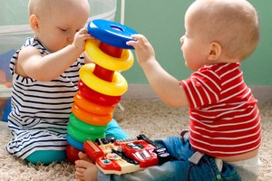 Spiel- und Singkreis für Babys von 3 bis 7 Monaten